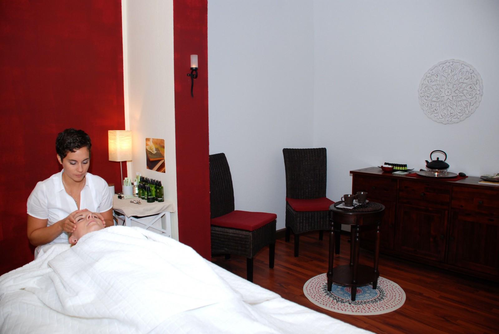 ayurveda mainz massage gesichtsbehandlung naturkosmetik. Black Bedroom Furniture Sets. Home Design Ideas